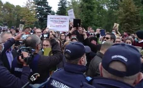 Sute de oameni au protestat la Iași, la Sfânta Parascheva: \