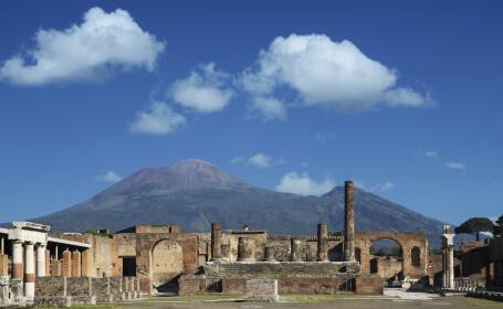 O turistă care a furat mai multe obiecte din orașul antic Pompeii le-a returnat, spunând că sunt blestemate. Ce a pățit