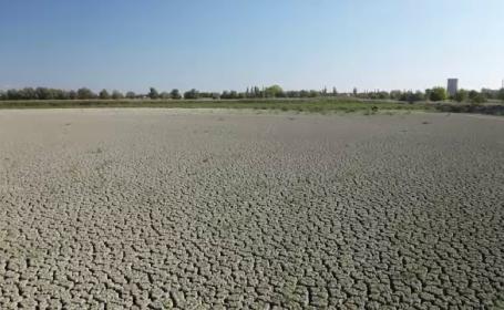 Lacul de 400 de hectare din România care s-a trasformat în deşert. \