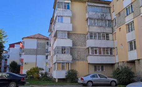 Un bărbat de 31 de ani a murit, după ce a căzut de la etajul 4 al apartamentului său. Reacția familiei