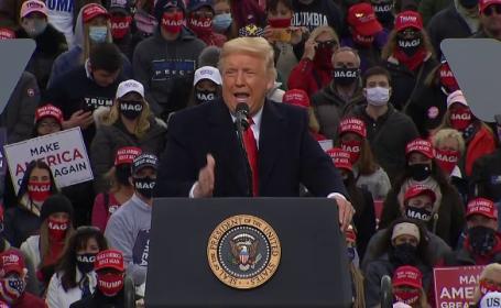 """Cu puține zile înainte de alegeri, Donald Trump spune că pandemia """"e aproape gata"""". Îl contrazic chiar apropiații"""