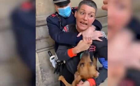 Femeie încătușată în stradă pentru că nu purta mască. A fost nevoie de șase echipaje de poliție