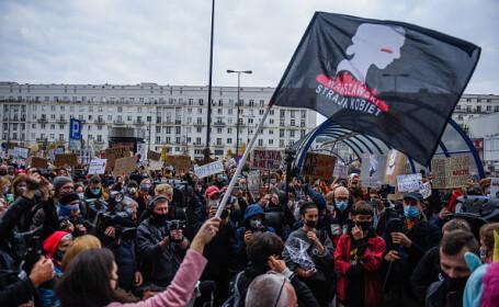 Grevă a femeilor din Polonia, în semn de protest față de înăsprirea legislaţiei privind avortul - 3