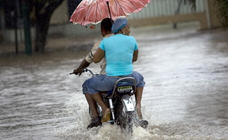 Stare de urgenta pe coasta Statelor Unite, din Texas pana la granita Florid