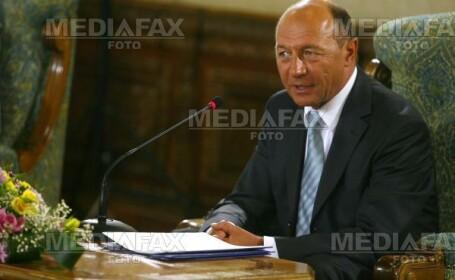 Basescu critica Guvernul ca nu sunt proiecte pentru autostrazi