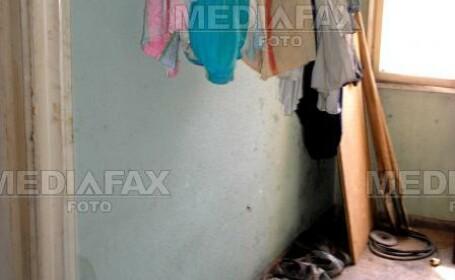 Timis: patru copii duc o viata ingropata in mizerie