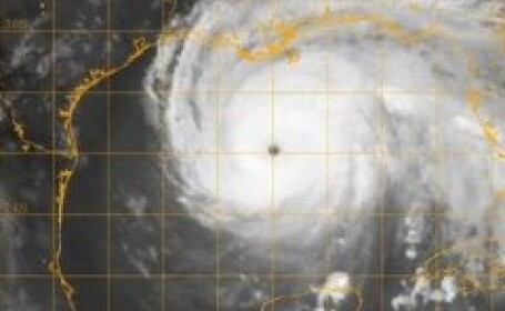 Uraganul Ike va lovi marti Florida