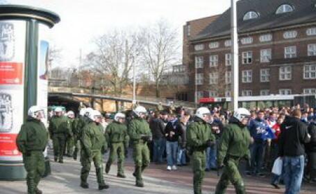 Bataie ca-n filme la Hamburg intre petrecareti si politisti