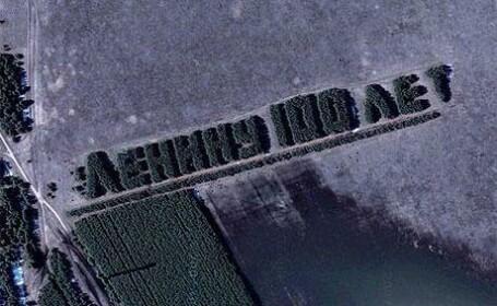Tribut urias inchinat lui Lenin, vizibil cu ajutorul satelitului