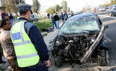 Accident pe DN 7C. Doua autoturisme au fost avariate