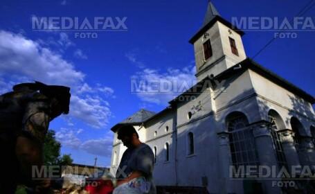 O biserica veche de 250 de ani era sa se faca scrum!
