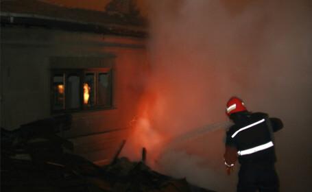 Pompierii s-au chinuit sa stinga incendiul