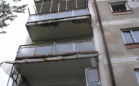 Zile critice pentru tanara din Timisoara care s-a aruncat de la etajul unu!