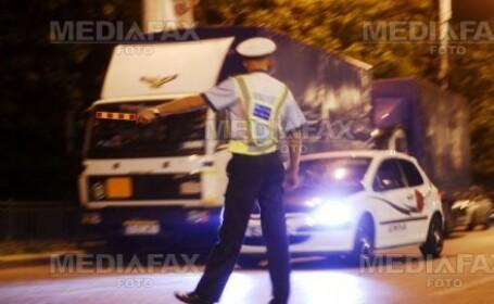 Soferul care s-a rasturnat cu masina a fost lasat de politisti fara permis