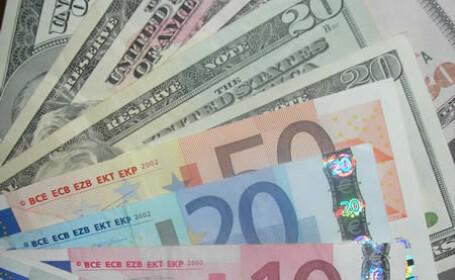 Dolarul s-a apreciat vineri cu peste 1 fata de euro si yen