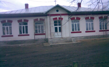 In Vrancea, elevii au dat scoala pe biserica
