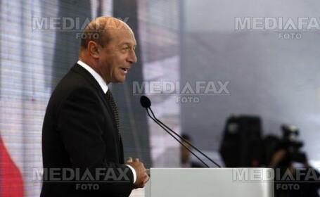 Presedintele Basescu se adreseaza Parlamentului- striri interne pe scurt