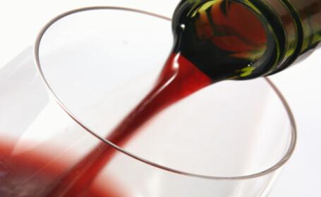 Si-a omorat doi consateni pentru o sticla de vin!