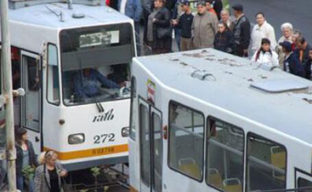 Un tramvai a sarit de pe sine in cartierul Pantelimon!
