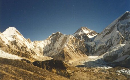 Record: La 13 ani, va urca pe Everest
