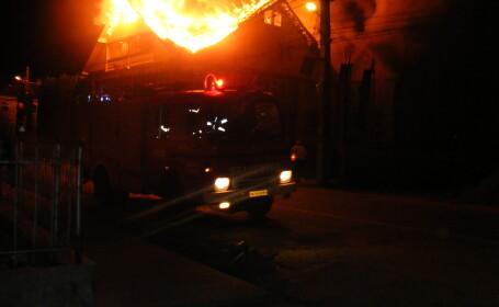 A ramas pe drumuri dupa ce casa i-a ars din temelii!