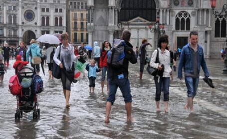 Italia, lovita din nou de puhoaiele de apa. Trei oameni si-au pierdut viata