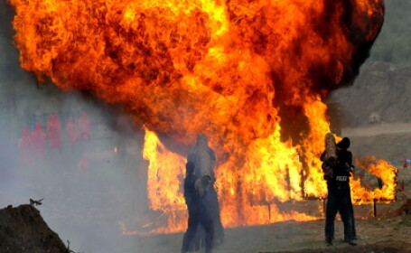 O explozie a facut praf un magazin din Turceni, Gorj. O persoana ranita