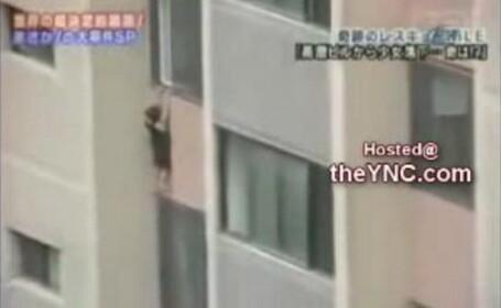O fetita de 5 ani se face una cu pamantul dupa ce pica de la etajul XX