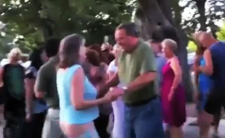 VIDEO. Cadeeee! Mai intai pantalonii, apoi posesoarea. Betia si varsta te cam fac de ras, pe net