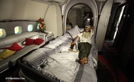 Primele imagini cu avionul de lux al lui Ghaddafi, dictatorul care \