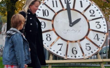 Pregatiti ceasurile. Romania trece in noaptea de sambata spre duminica la ora oficiala de iarna