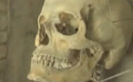 Ce mai poti cumpara online: un craniu de adolescent sau un schelet de femeie