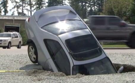 masina in groapa