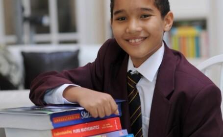Cel mai tanar student din Marea Britanie. La 9 ani stia deja primele 2.000 de cifre din numarul Pi