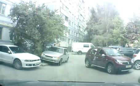 Video. Ce se intampla atunci cand o soferita fara experienta incearca sa parcheze un Sandero