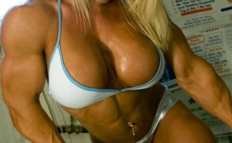 Femeie musculoasa