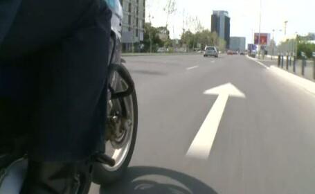 Examenul practic pentru categoria A: viitorul motociclist va primi comenzi in casca de la examinator