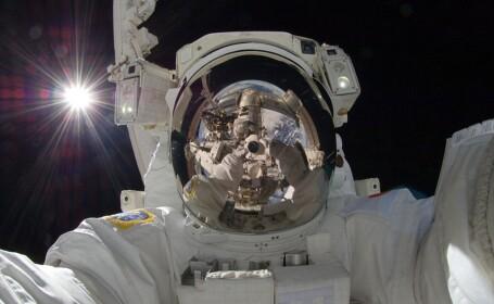 astronauti in spatiu, autoportret