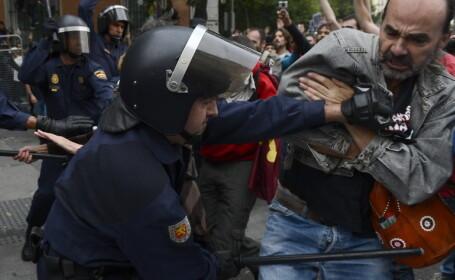 A treia noapte de proteste violente la Madrid. Forte de ordine atacate cu pietre, zeci de arestari