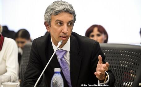 Diaconescu: Luni vin cu trei milioane de euro, in saci, pentru salariile angajatilor Oltchim