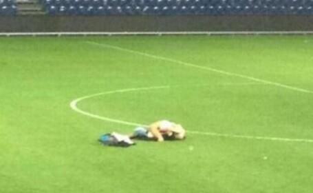 Au fost dati afara de pe stadion dupa ce au fost surprinsi facand sex. FOTO