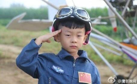 Un copil de 5 ani din China a devenit cel mai tanar pilot din istorie