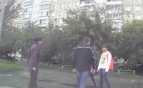 Si-a agresat iubita pe strada si a primit o lectie. Cu cine s-a intalnit. VIDEO
