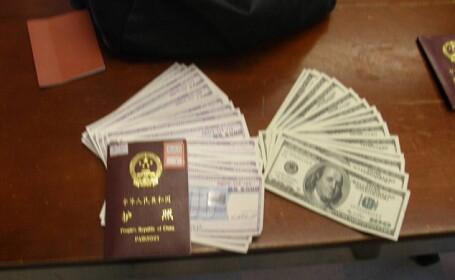 Un om al strazii a gasit un rucsac in care erau 42.000 de dolari. A predat imediat banii politiei