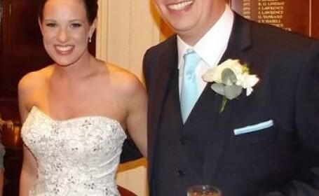 Invitat surpriza la o nunta din Marea Britanie. Cine apare in fotografie, langa miri