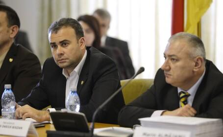 Darius Valcov (stanga)