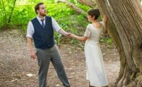 In timpul sedintei foto, invitatii au luat-o la fuga. Ce apare in aceste poze de logodna