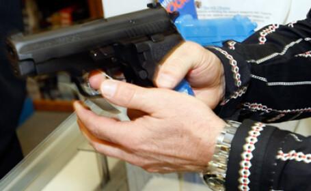 Doi tineri au ajuns la spital dupa ce s-au batut, iar unul a folosit pistol cu bile de cauciuc