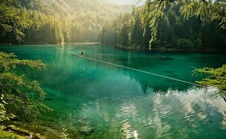 A picat de 34 de ori in apa inainte sa-si vada visul. Cum a traversat un lac acest austriac