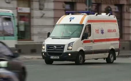 Un tanar a murit si altul a fost ranit dupa ce masina lor s-a rasturnat in albia unui rau, in Cluj